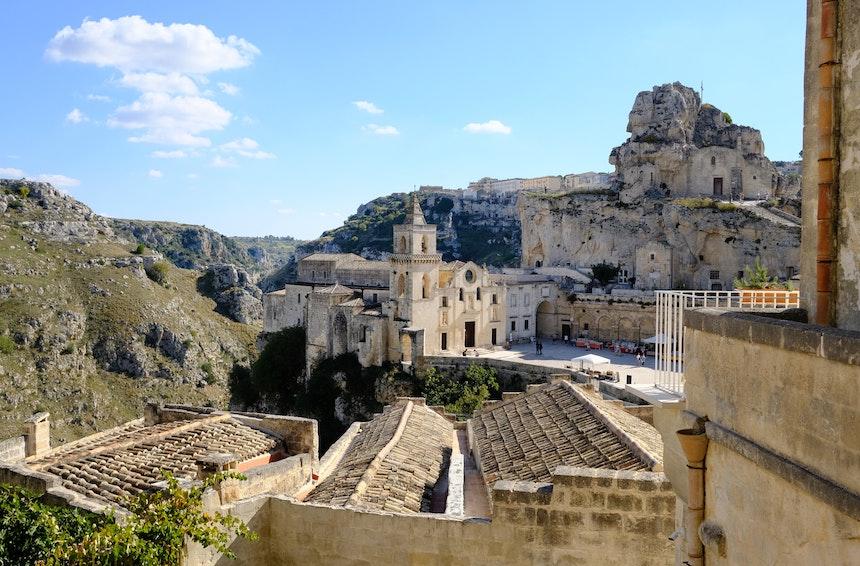 Blick auf die Kirchen San Pietro Caveoso und (die in den Felsen gebaute) Santa Maria dell'Idris