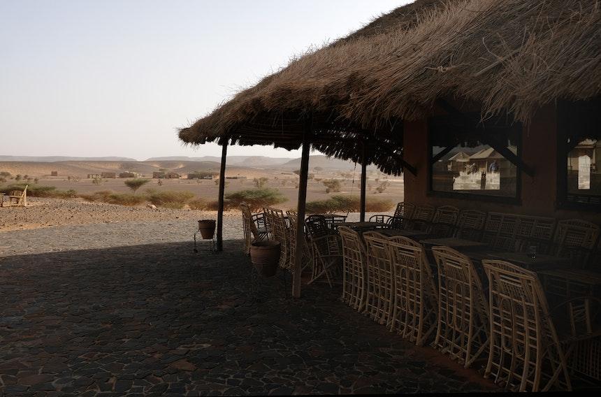Zurück im etwa 10 Autominuten entfernten Camp – Vom Restaurant hat man einen schönen Blick in die Ferne