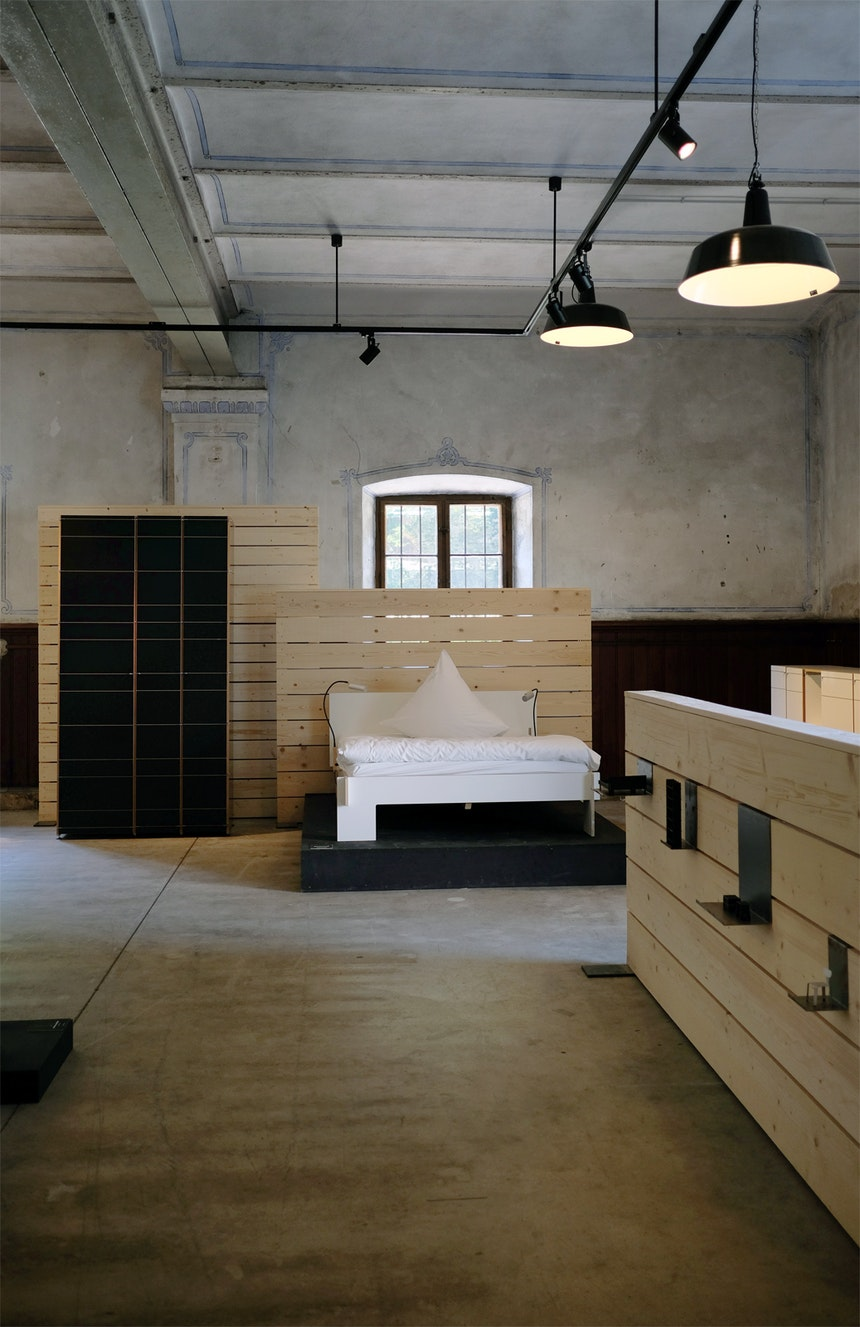 Bett »Siebenschläfer«, Design Christoffer Martens, Schrank »K1, Design Neuland, Paster & Geldmacher