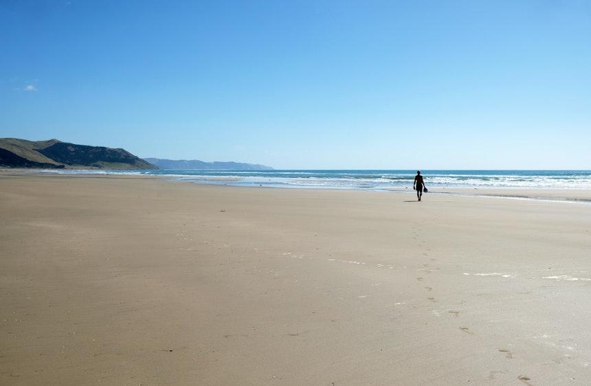 Zum Ocean Beach oder Waimarama Beach fährt man von Havelock North nur etwa 20 Minuten – Wein, Apfelplantagen, Tuki Tuki River, sanfte Hügel und plötzlich wieder endlose Strände