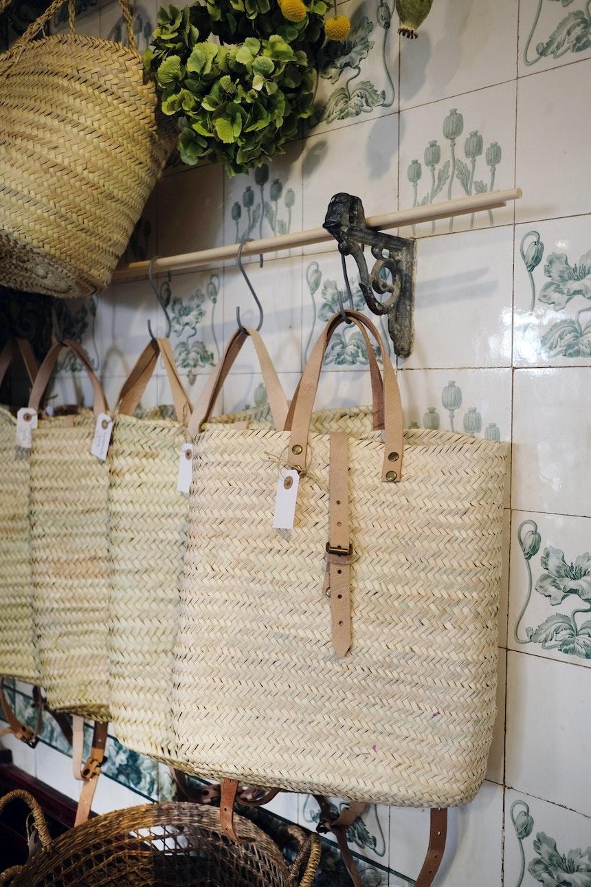 Korbrucksäcke aus Palmblättern