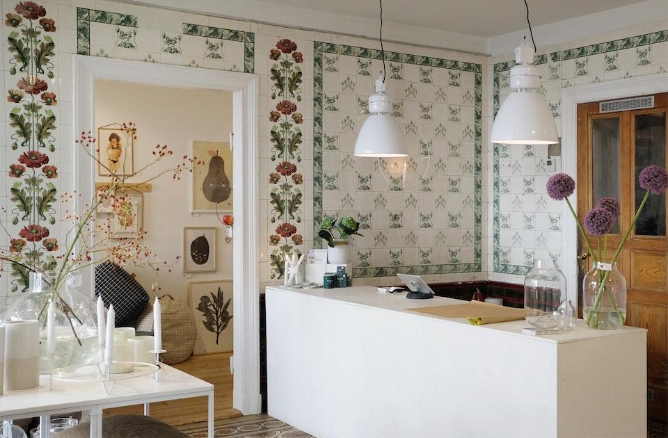 Ganz besonderer Stilmix – Über 100 Jahre alte Villeroy & Boch-Fliesen und skandinavisches Design à la Nordliebe