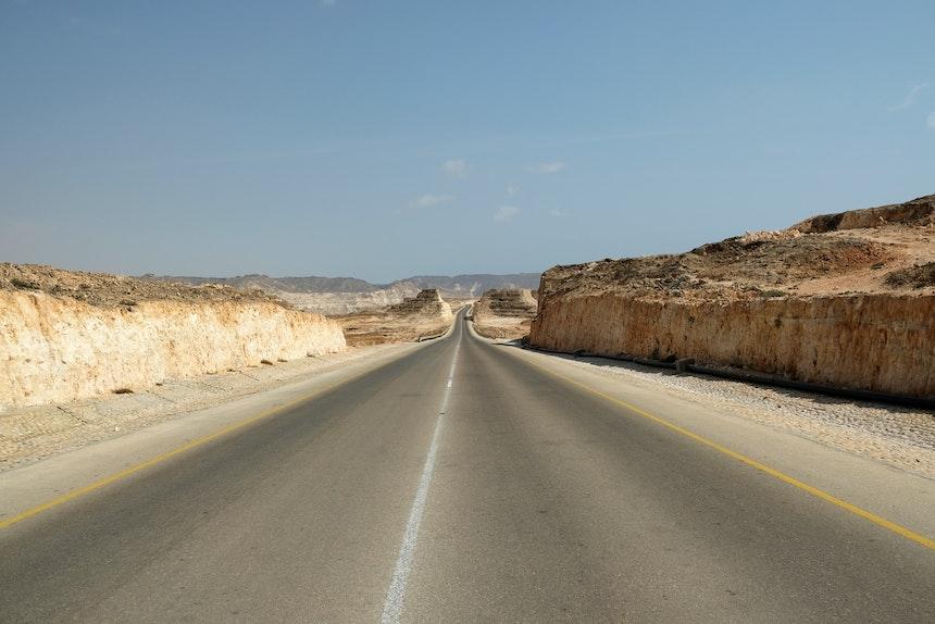 Gute Straßen direkt in die Felsen gehauen