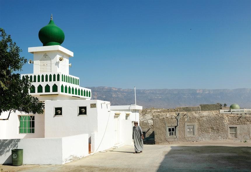 Grün auf Blau – Eine der Moscheen von Mirbat