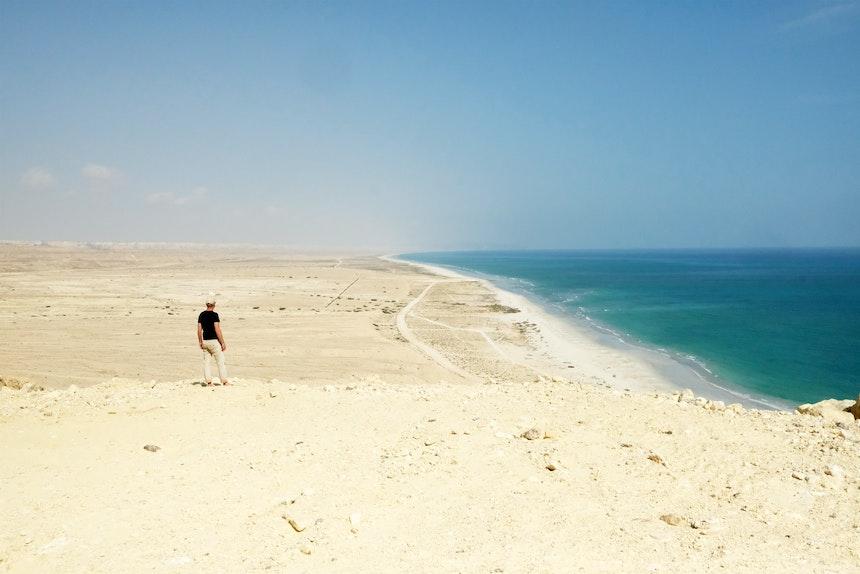 Endlose weiße Sandstrände nördlich von Sadah