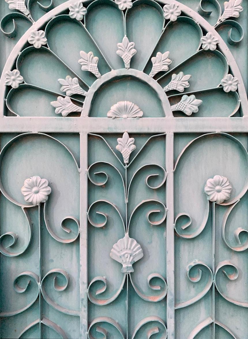 Typisch für den Oman – Die kunstvollen Metallornamente der Haustüren