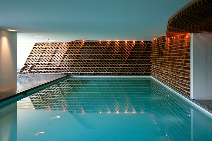 Einladend – Indoor Pool im 1700 qm großen Wellnessbereich & Spa