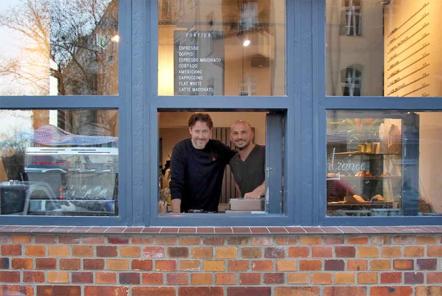 Coffeeshop-Inhaber Vytas Caim und Ayhan Yilmaz