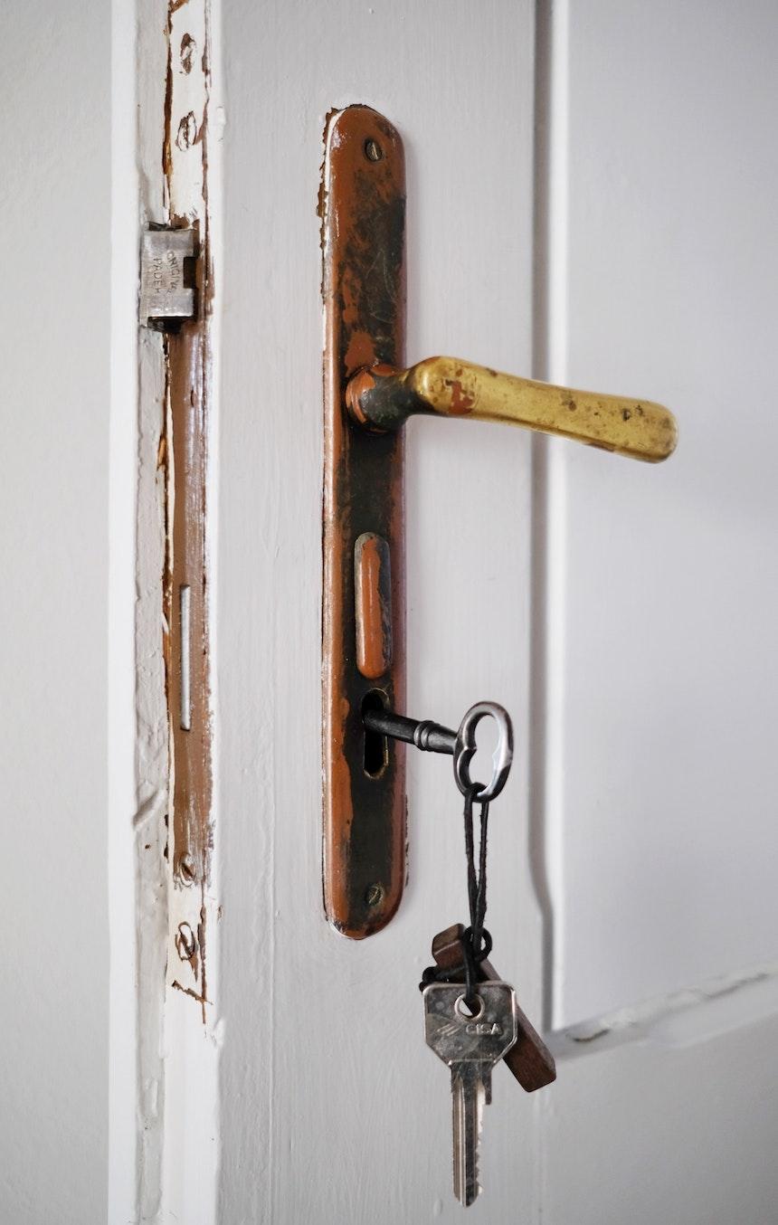 Herzlich Willkommen! Im 1477 Reichhalter werden die Türen noch mit einem Schlüssel geöffnet