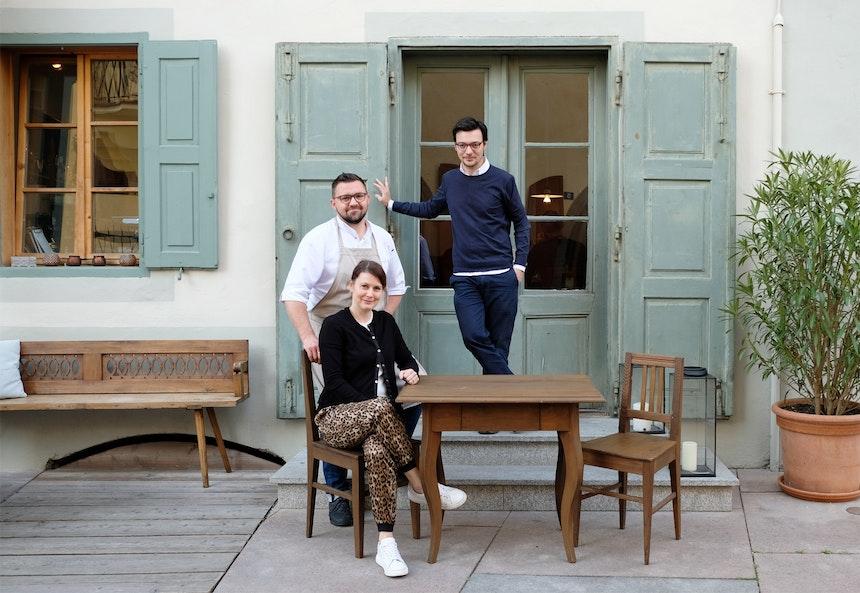 1477 Reichhalter Team Deluxe – Hotelchef und Gastgeber Klaus Dissertori mit Martina und Andreas Heinisch