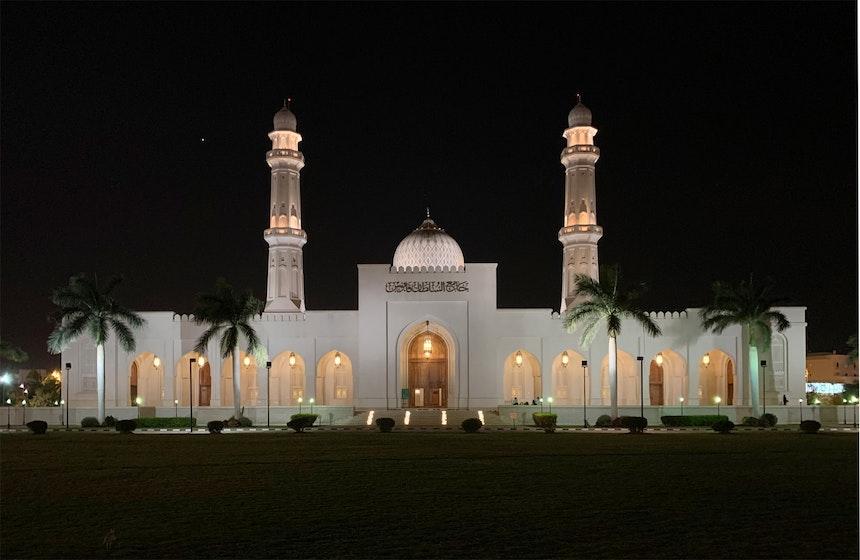 Sultan Qaboos Moschee Salalah bei Nacht