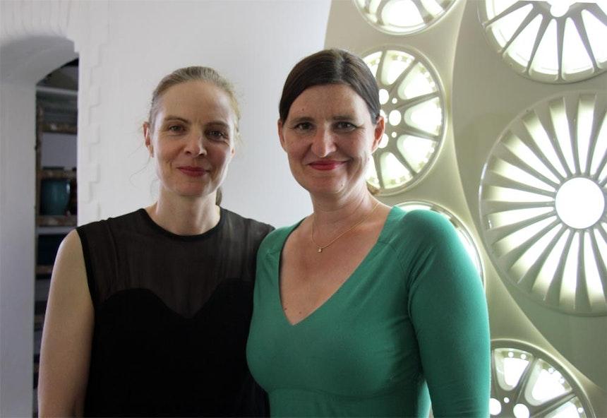 Die Gastgeberinnen des SALON AUTONOM: Sabine Dehnel & Anna Lehmann-Brauns