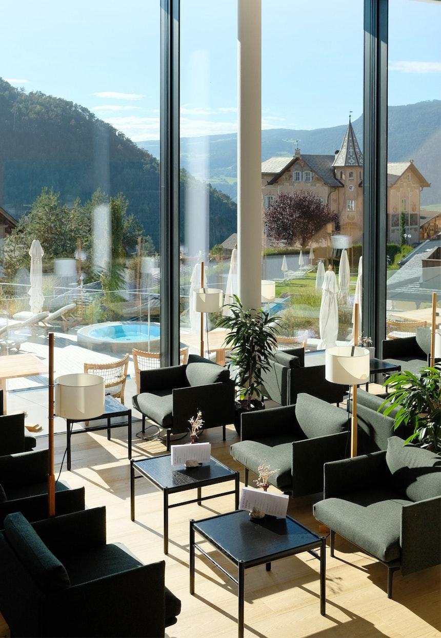 Perfekt (nicht nur) zur Aperitivozeit – Hotelbar mit vorgesetzter Terrasse