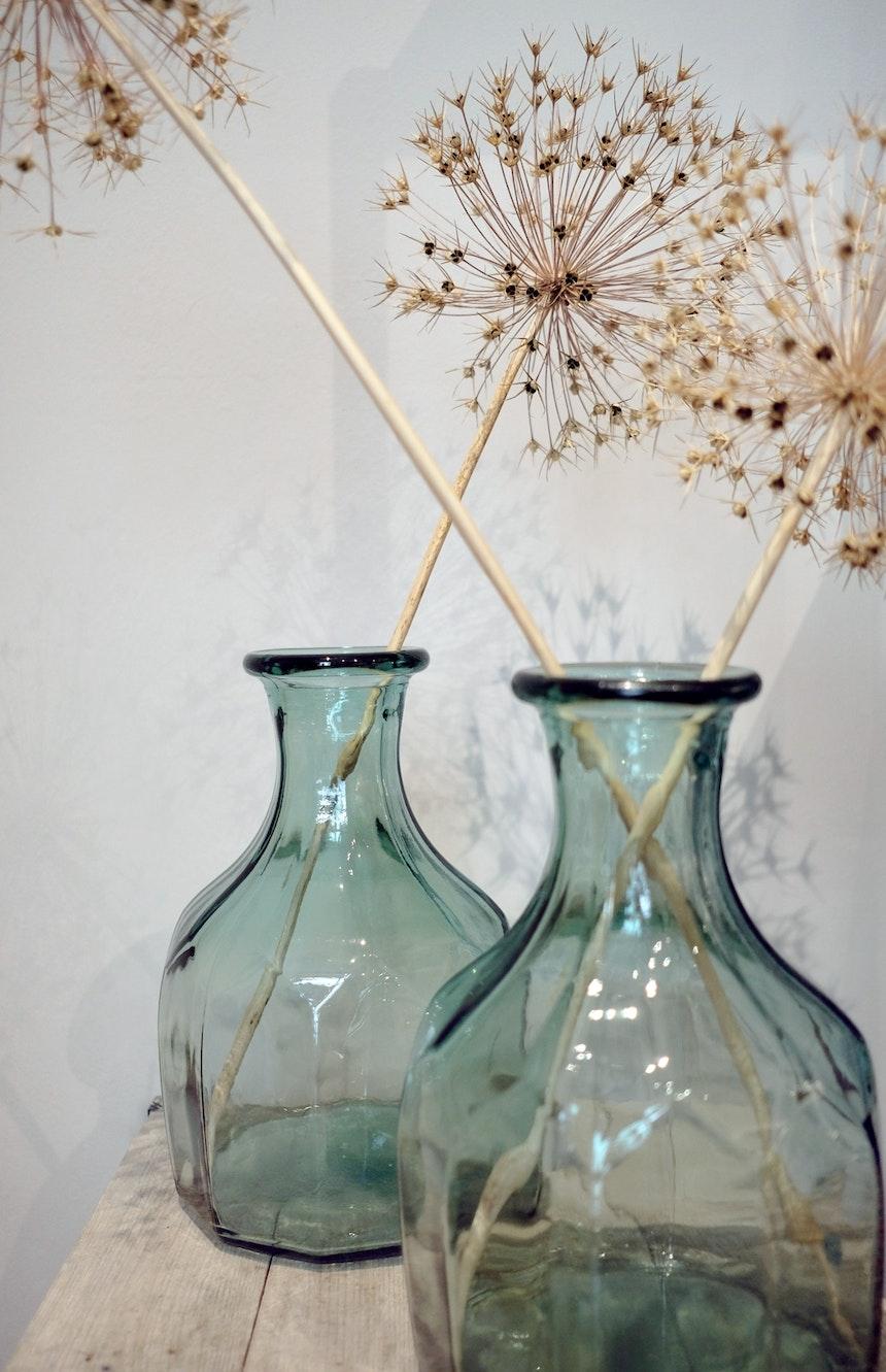Glas, Keramik, Textilien, Möbel & Lampen – im Schöngrau darf die Deko gerne gekauft werden