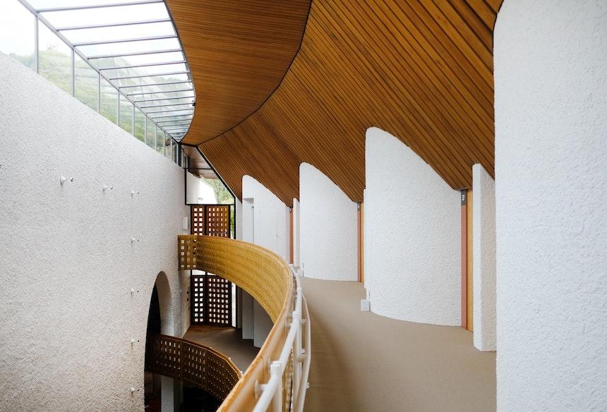 Othmar Barths Architektur – ein perfektes Zusammenspiel aus Holz, Glas, Stahl und weiß verputztem Beton