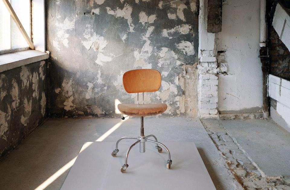 »Hidden Treasures« – Stühle aus der Möbelsammlung Franz Polzhofer, kuratiert von Ulrich Müller, Architektur Galerie Berlin