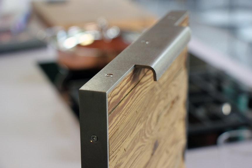 Unikate: Fronten aus Stahl und Altholz