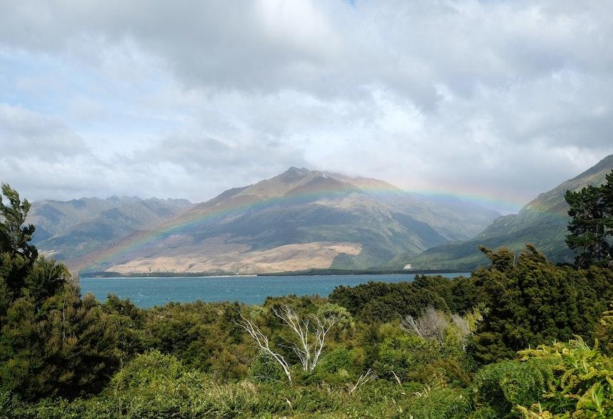 Regenbogen über dem Lake Wanaka, Mount Aspiring National Park