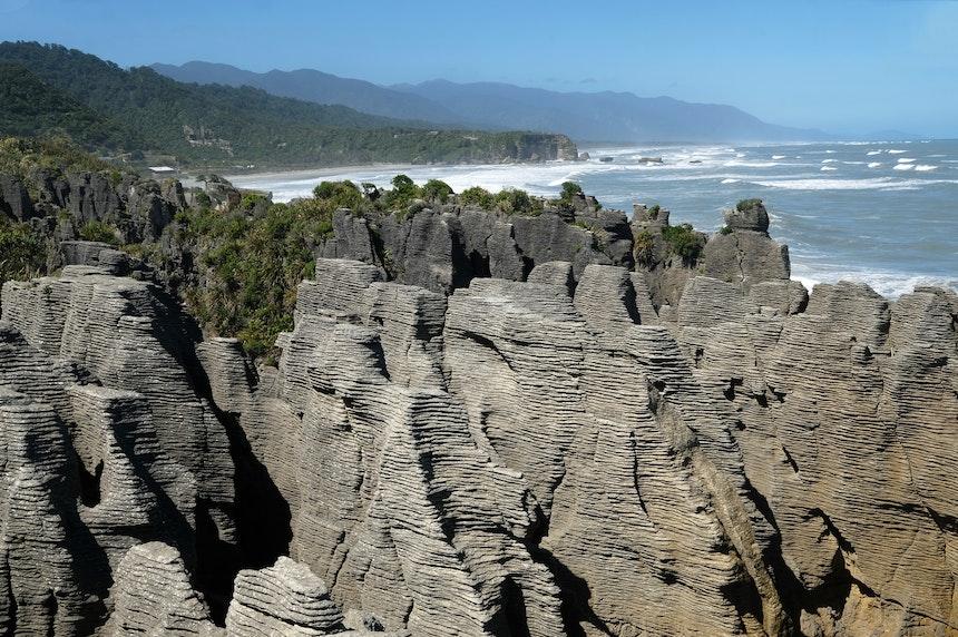 Pancake Rocks and Blowhole in Punakaiki – Beeindruckende Felsformationen, die an gestapelte Eierkuchen erinnern