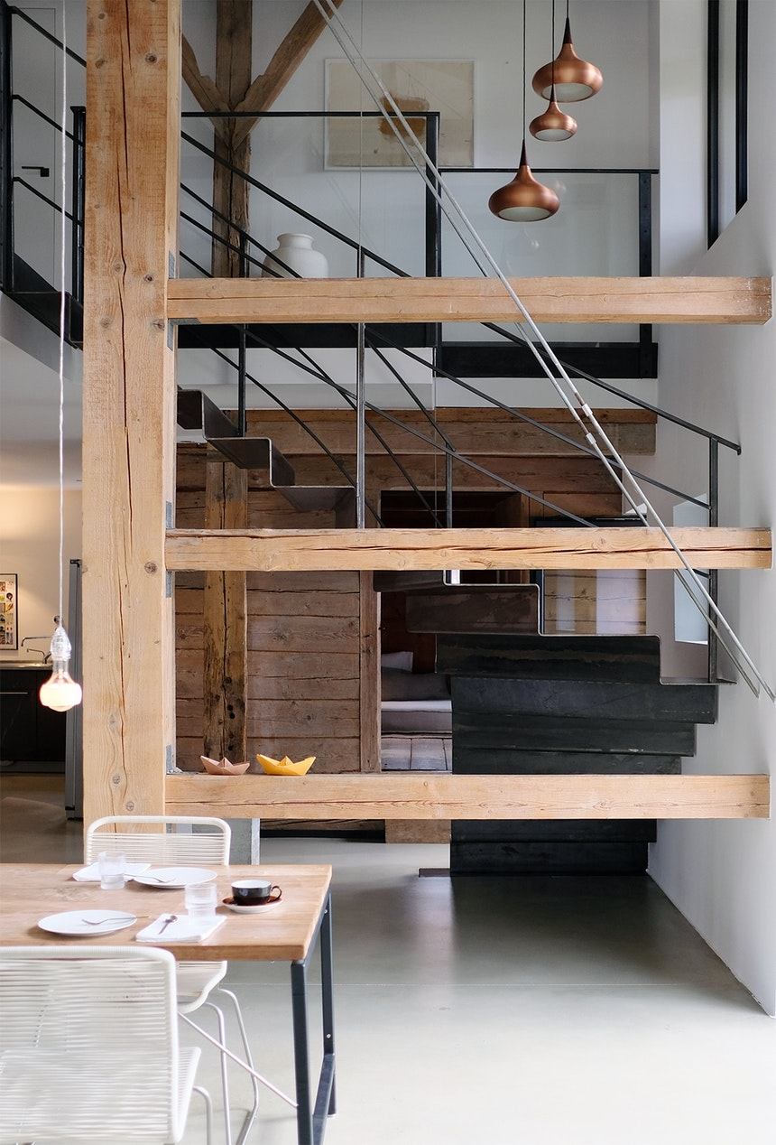 Architektonisches Meisterwerk aus Holz, Stahl & Beton