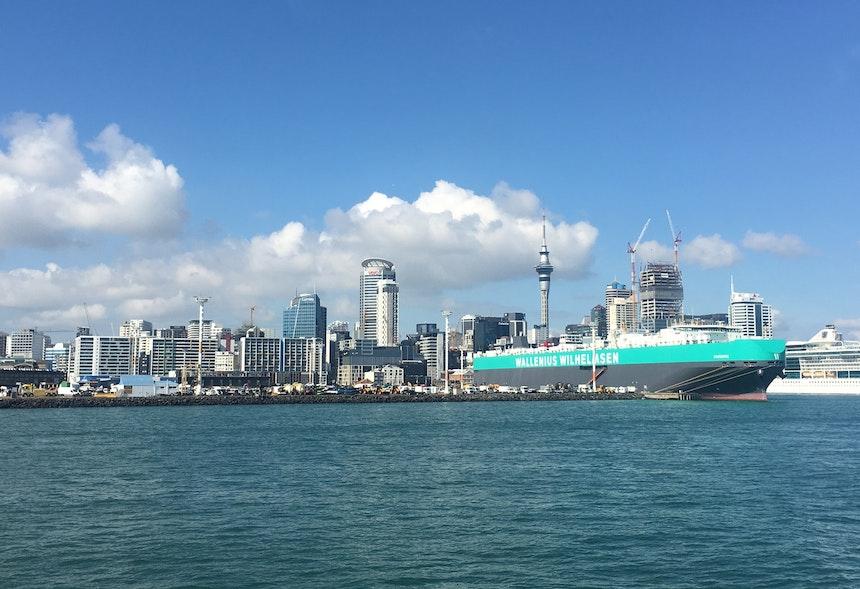 Fährfahrt von Auckland Harbour hinüber nach Waiheke Island in nur 40 Minuten