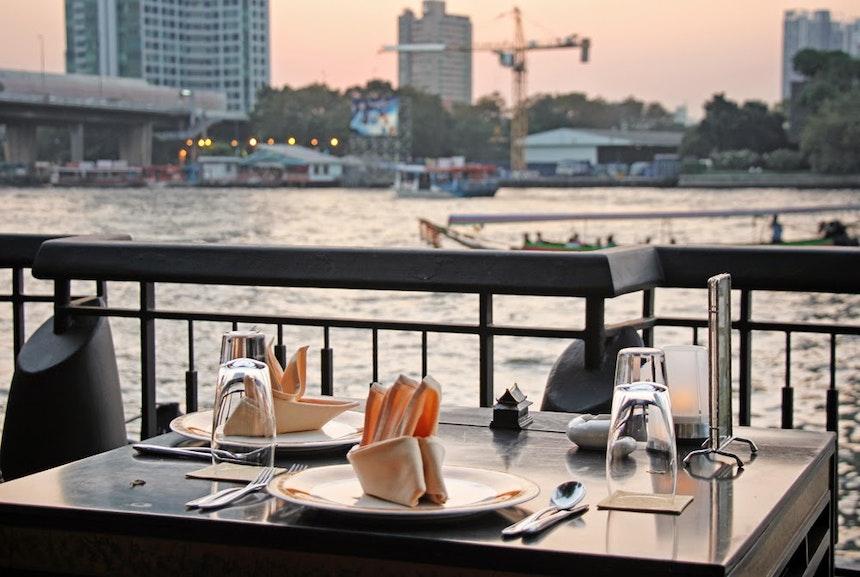 Eingedeckt zum Dinner am ChaoPraya