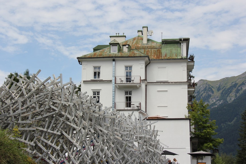 Hotel Regina mit »white noise kunstpavillon«