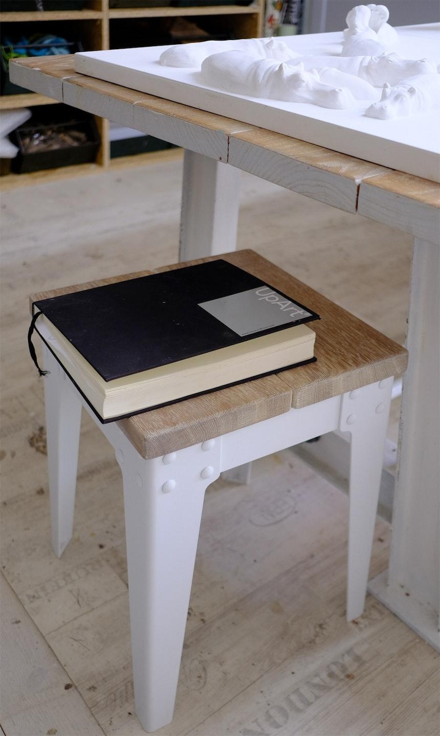 Hocker der von Haus und Haus designten In- und Outdoor-Möbel-Serie Armstrong