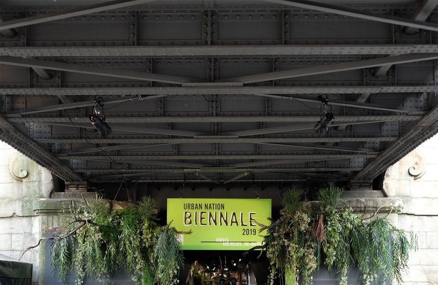 Kunstinstallation unter der U-Bahn in der Bülowstraße: Urban Nation Biennale 2019: Robots And Relics. UN-Manned – 100 Meter, 27 Künstler(gruppen), 17 nachhaltige Ziele für die Zukunft auf unserer Erde