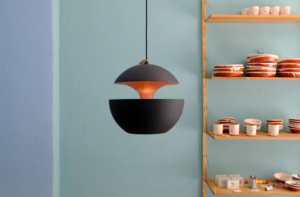 Pendelleuchte »Here come the sun«, Design Bertrand Balas, schöne (selbst entwickelte) Pastelltöne an den Wänden
