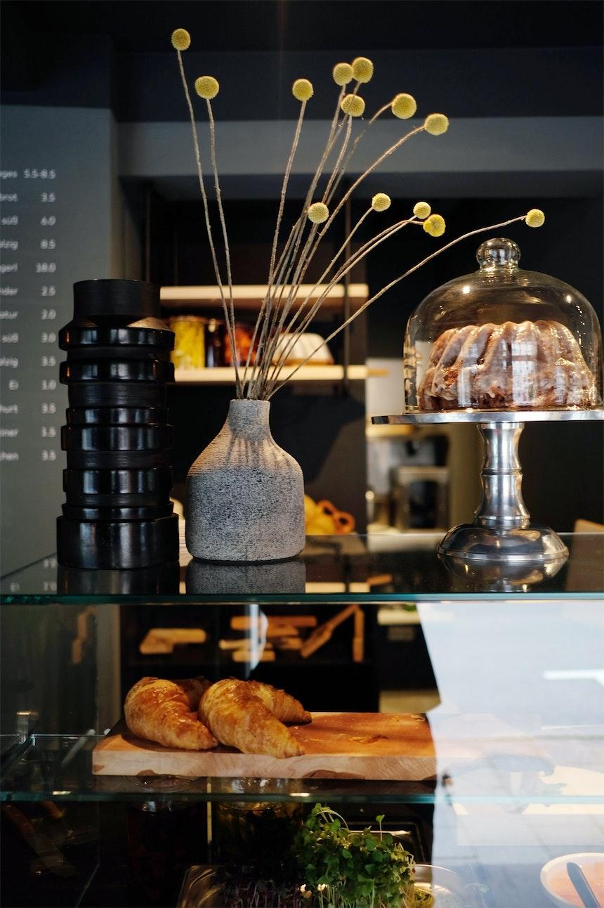 Schön in Szene gesetzt – Kuchen & Co auf dem Tresen